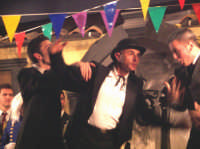 La Brigata Teatrale di Santa Maria di Licodia presenta; Miracolo, commedia brillante in due atti, riadattamento in chiave farsesca del S. Giovanni decollato di Martoglio. Marzo 2007, cine-teatro S. Giuseppe, Santa Maria di Licodia. (foto scattata da Stefano Mirone)  - Santa maria di licodia (1265 clic)