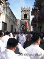 Festa Patronale di Santa Barbara, la processione della patrona sullo sfondo la torre dell'itria  - Paternò (1910 clic)