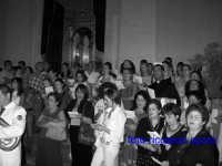 Ultimo sabato di Agosto, festa del Patrono San Giuseppe. Il coro spontaneo dei fedeli, si unisce alla banda cittadina per intonare la Cantata al Patrono.  - Santa maria di licodia (1962 clic)