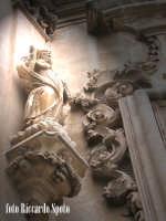 Ragua Ibla. Santi e volute barocche della chiesa di san Giuseppe.  - Ragusa (1831 clic)