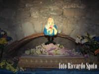 Ragua Ibla. La Madonnina delle Lacrime, nella cappella ricavata nell'antico lazzareto. RAGUSA Riccar