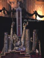 Ottava di Sant'Agata. Le Sacre Reliquie della Martire esposte sull'altare maggiore del duomo insieme al busto reliquiario. Gli astucci contengono; i piedi, i femori, le braccia, il Sacro Velo e la mammella.  - Catania (3771 clic)