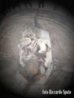 Ragua Ibla. Madre con il figlio. Nella fantisia eccentrica degli artisti barocchi, anche le mensole