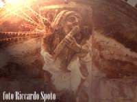Ragua Ibla. suonatore di flauto in pietra. Nella fantisia eccentrica degli artisti barocchi, anche l