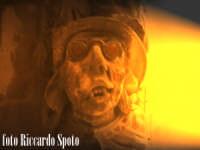 Ragua Ibla. Maschera vampiresca. Nella fantisia eccentrica degli artisti barocchi, anche le mensole di un balcone, erano spunto per opere d'arti dal fascino eterno.  - Ragusa (1558 clic)