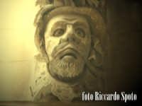 Ragua Ibla. Maschera. Nella fantisia eccentrica degli artisti barocchi, anche le mensole di un balco