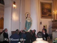Festa della Madre di Dio Immacolata. 8 dicembre 2006. Il simulacro della Madonna prelevato ad opera dei confrati del SS Sacramento.  - Santa maria di licodia (2083 clic)