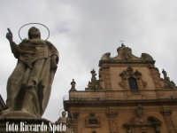 Modica Bassa. La chiesa Madre di San Pietro Apostolo, preceduta dalla scenografica scalinta barocca,