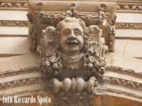 Modica Bassa. La chiesa Madre di San Pietro Apostolo, particolare della facciata. La chiave d'arco d