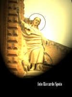Modica Bassa. Scenografica scalinata della chiesa di San Pietro. La statua dell'Apostolo San Giovann