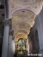 Modica Bassa. Interno della stupenda chiesa di San Pietro. la navata laterale, verso l'altare del SS Sacramento.  - Modica (2226 clic)
