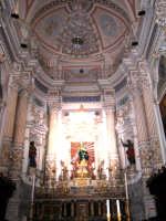Modica Bassa. Interno della stupenda chiesa di San Pietro. Navata centrale, l'altare maggiore.  - Modica (3100 clic)