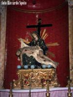 Modica Bassa. Interno della stupenda chiesa di San Pietro. Navata laterale, il gruppo scultoreo della Pietà.  - Modica (1931 clic)