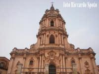 Modica Alta. L'imponente e svettante facciata, della barocca chiesa di San Giorgio. MODICA Riccardo