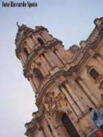 Modica Alta. L'imponente e svettante facciata, della barocca chiesa di San Giorgio.   - Modica (1554 clic)
