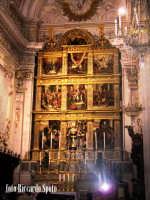Modica Alta. Interno della chiesa di San Giorgio. Lo stupendo retablo dell'alatre maggiore della Basilica.  - Modica (4132 clic)
