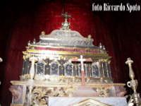 Modica Alta. Interno della chiesa di San  Giorgio. La Cassa argentea che contiene le reliquie di San