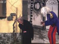 La Brigata Teatrale di Santa Maria di Licodia presenta; Miracolo, commedia brillante in due atti, riadattamento in chiave farsesca del S. Giovanni decollato di Martoglio. Marzo 2007, cine-teatro S. Giuseppe, Santa Maria di Licodia. (foto scattata da Stefano Mirone)  - Santa maria di licodia (1053 clic)