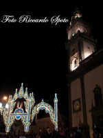 festa della Patrona Maria SS Annunziata. il campanile della basilica di Santa Caterina e le artistiche luminarie   - Pedara (3710 clic)