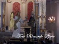 festa della Patrona Maria SS Annunziata. La Madonna all'interno del suo santuario  - Pedara (6748 clic)