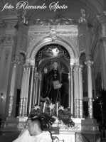 Festa di San Placido, Ottobre 2006. Il fercolo del Compatrono all'interno della chiesa.  - Biancavilla (1874 clic)