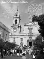 Festa di San Placido, Ottobre 2006. In attesa dell'uscita di san Placido.  - Biancavilla (1827 clic)