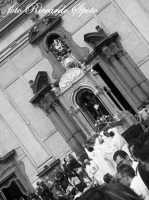 Festa di San Placido, Ottobre 2006. Il fercolo si appresta a scendere in piazza.  - Biancavilla (1891 clic)