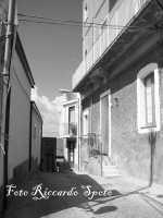 Santa Maria di Licodia, quartiere Caselle. Le strette vie che portano al Pepe.  - Santa maria di licodia (1522 clic)