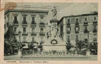 Piazza Stesicoro, con il monumento a Vincenzo Bellini, in una foto degli anni '30 del '900  - Catania (3447 clic)