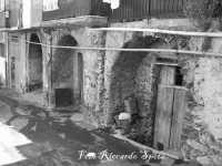 Santa Maria di Licodia, quartiere Pulcaria. Archi medioevali in pietra lavica, vico Trainara.  - Santa maria di licodia (5756 clic)