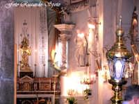 Feste Patronali. L'icona della Madonna dell'Elemosina, patrona della città, in processione sul fercolo maggiore. 4 Ottobre 2007  - Biancavilla (1616 clic)