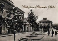 Piazza Regina Elena, negli anni '50.  - Santa maria di licodia (5244 clic)