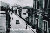 Via Vittorio Emanuele negli anni '30.   - Santa maria di licodia (4146 clic)