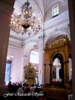Feste Patronali. Il fercolo di San Placido all'interno della Chiesa Madre. 5 Ottobre 2007  - Biancavilla (2056 clic)