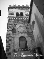 Santa Maria di Licodia, quartiere Chiesa-Baglio. La torre arabo-normanna di S. Nicolò, che affianca la chiesa Madre, risalente al 1143.  - Santa maria di licodia (1529 clic)