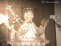 La festa di Sant'Agata. Interno della Chiesa di S. Agata la Vetere. il busto ligneo della Santa, copia ottocentesca dell'originale conservato al Duomo. questo simulacro veniva utilizzato nei periodi più turbolenti della vita cittadina per essere portato in processione, al posto dell'originale.  - Catania (4026 clic)