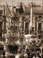 La festa di Sant'Agata. Le candelore. La candelora dei vinaioli in piazza Duomo.  - Catania (3185 clic)