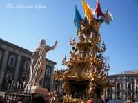 La festa di Sant'Agata. Le candelore. La candelora dei vinaioli in piazza Duomo.  - Catania (3756 clic)
