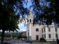 La centrale piazza Cisterna, con la chiesa Madre dedicata alla Madonna del Carmelo  - Ragalna (3075 clic)