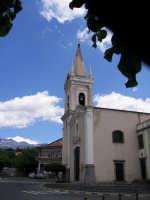 La centrale piazza Cisterna, con la chiesa Madre dedicata alla Madonna del Carmelo  - Ragalna (3137 clic)