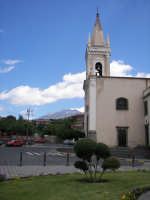 La centrale piazza Cisterna, con la chiesa Madre dedicata alla Madonna del Carmelo  - Ragalna (3533 clic)