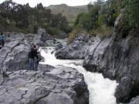le rapide del Simeto nei pressi di Adrano, località Ponte dei Saraceni  - Adrano (2502 clic)