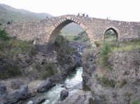 Il Ponte dei Saraceni, splendido esempio di architettura medioevale  - Adrano (3277 clic)