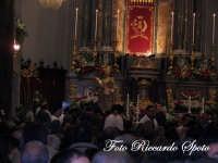 festa patronale di Santa Barbara.i devoti prelevano l'effige della patrona   - Paternò (1375 clic)