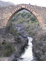 Il Ponte dei Saraceni, splendido esempio di architettura medioevale  - Adrano (3130 clic)