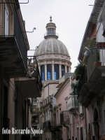 Ragusa Ibla. La cupola del duomo si staglia tra le strette vie Iblee RAGUSA Riccardo Spoto