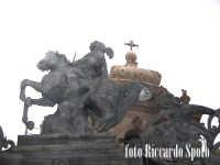 Ragusa Ibla. San Giorgio patrono, nella cancellata della cattedrale. RAGUSA Riccardo Spoto