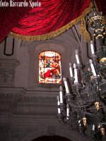 Ragusa Ibla. Interno della Cattedrale. le vetrate istoriate, raccontano la vita di San Giorgio. RAG
