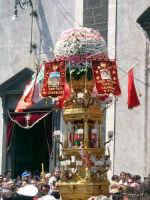 Una delle Candelore che sfilano durante la festa di Sant'Alfio  - Trecastagni (3750 clic)
