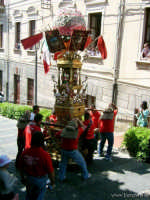 L'Annacata della Candelora nella salita che porta alla chiesa madre durante la festa di Sant'Alfio  - Trecastagni (5784 clic)